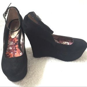 Madden girl wedges w/ ankle strap black size 6.5
